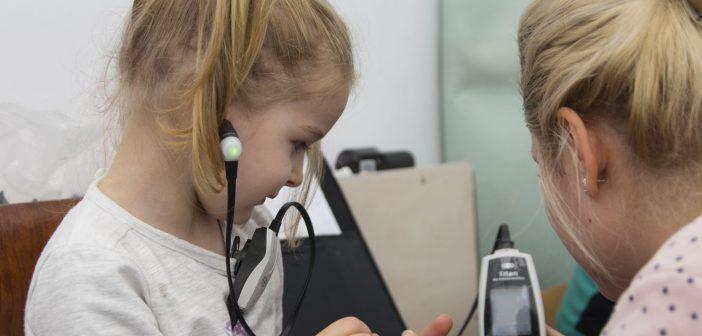 Copiii preșcolari din Sibiu au beneficiat in 2017 de testarea gratuită a auzului