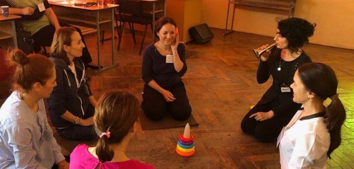 Cadre didactice din ciclul primar și preșcolar, învățate să sprijine integrarea copiilor cu implant cohlear în învățământul de masă
