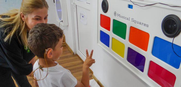 Prima bibliotecă digitală cu resurse pentru recuperarea auditiv-verbală a copiilor cu implant cohlear din România